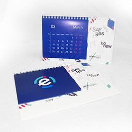Настолен многолистов календар с индивидуален дизайн на страниците