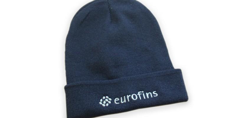 Бродерия на зимни шапки с лого